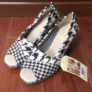 Toms Sz 10 open toe wedges houndstooth heels new!
